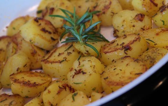 Zapékané brambory s jablkem