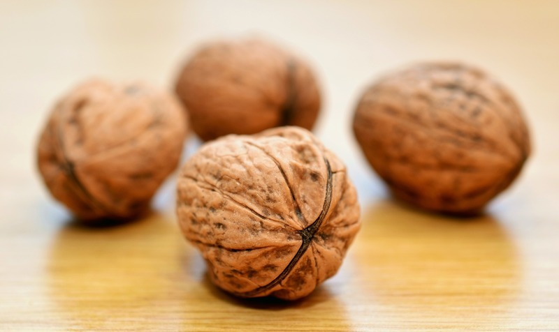 Oválky slepované ořechovou náplní