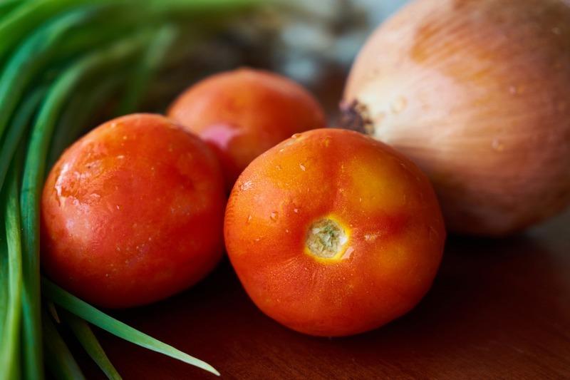 Rajčata se šunkou a sýrem