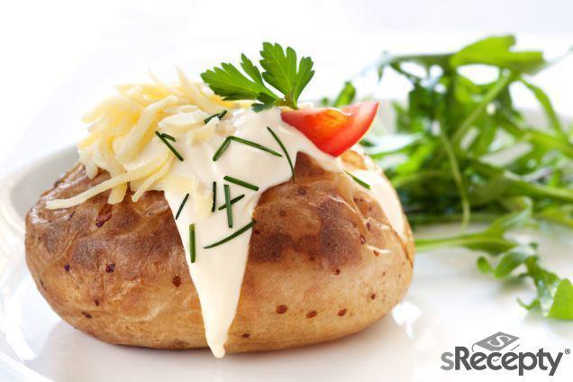 Brambory plněné šunkou a sýrem