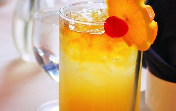 Nealko pomerančový koktejl se sektem