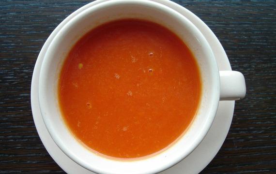 Rajčatová polévka s gremolatou