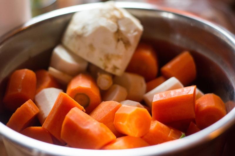 Celerová mísa s mrkví a jablkem