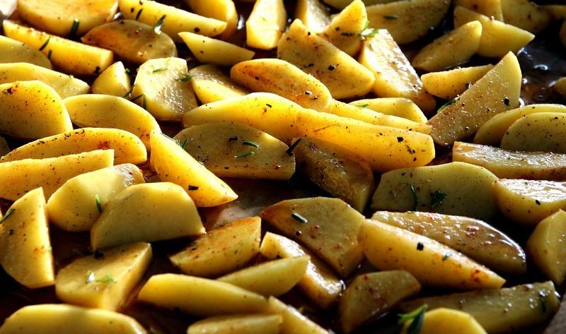 Zapečené brambory s brokolicí a sýrem