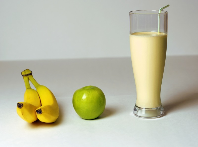 Mléčný ovocný koktejl se syrovátkou