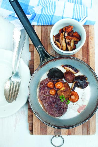 Hovězí steak s orestovanými houbami