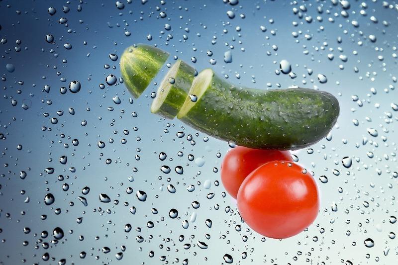Dušené okurky s rajčaty