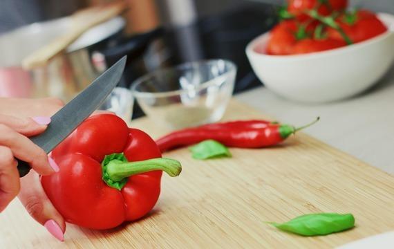 Papriky s balkánským sýrem a smetanou