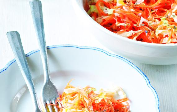 Salát z mladého zelí