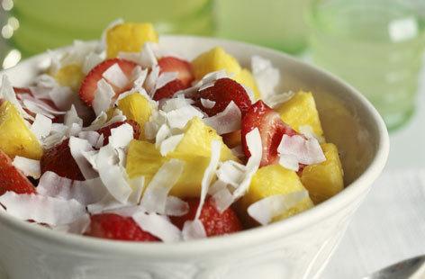 Ovocný salát s kokosovými lupínky