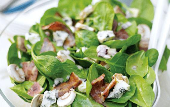 Nivový salát se slaninou a špenátem