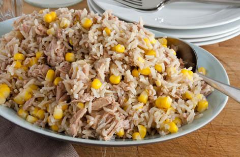 Tuňák s rýží a kukuřicí