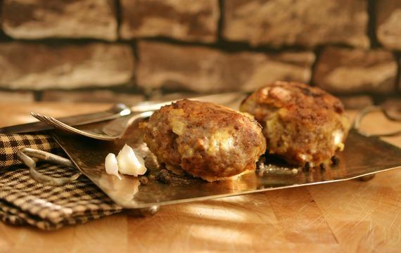 Karbanátky z mletého masa s bramborovou kaší