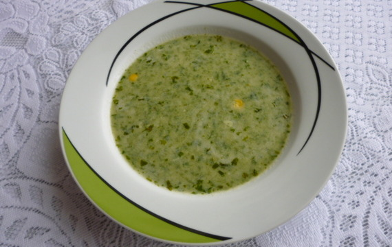 Salátová polévka s mlékem a kukuřicí