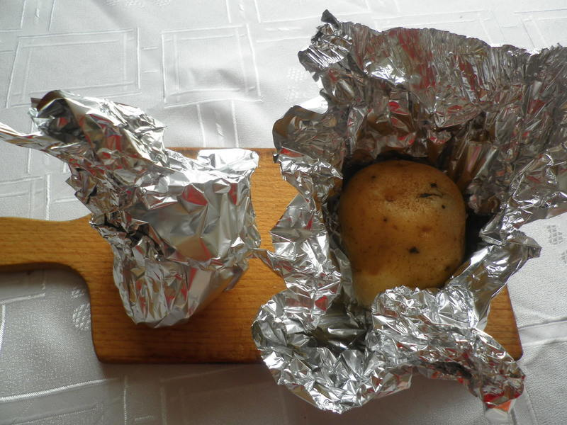 Pečená brambora plněná brokolicí
