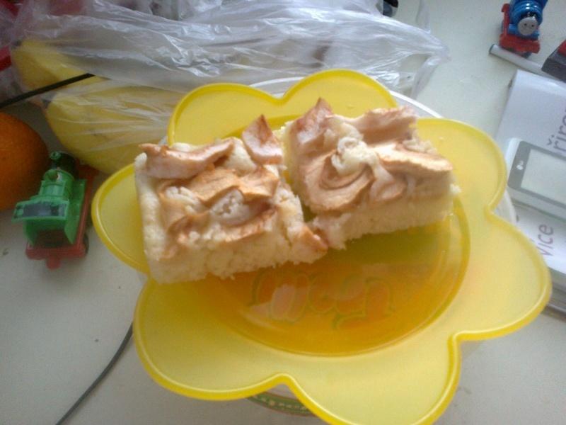Jablečný koláč z jogurtového těsta