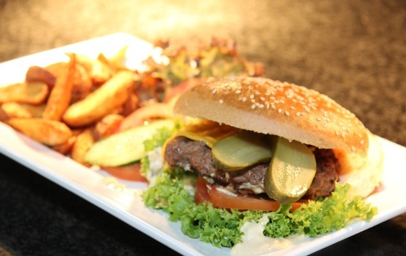 Burger na grilu