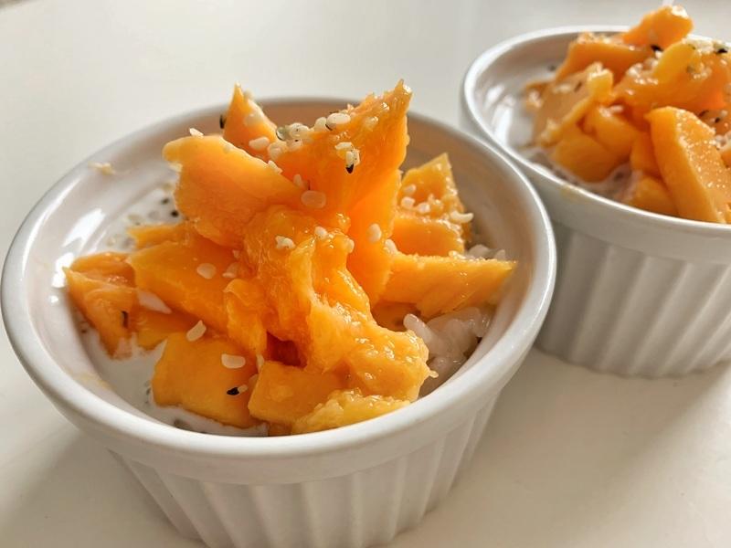 Mango sticky rice aneb lepkavá kokosová rýže s mangem