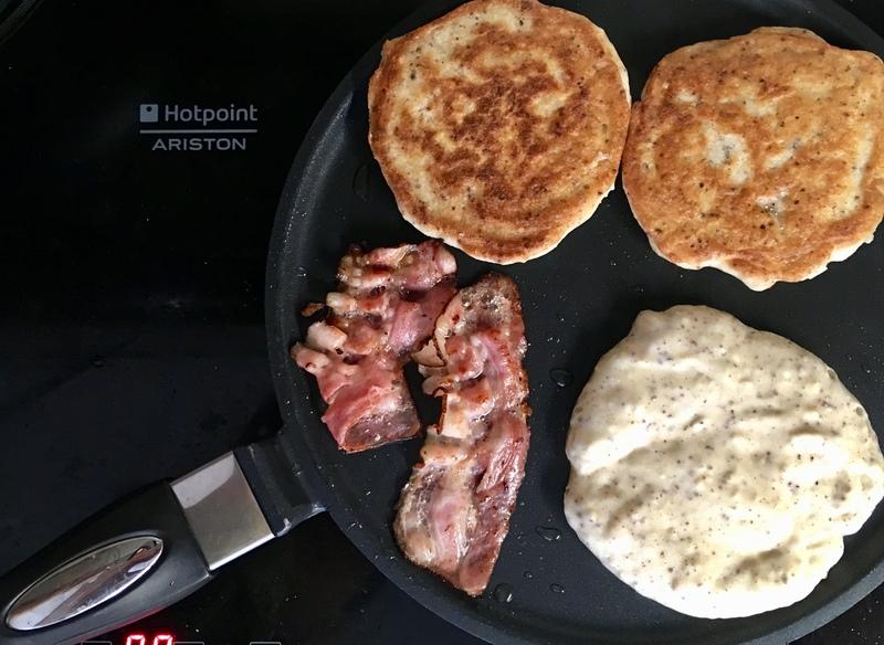 Bezlepkové lívance se slaninou a javorovým sirupem