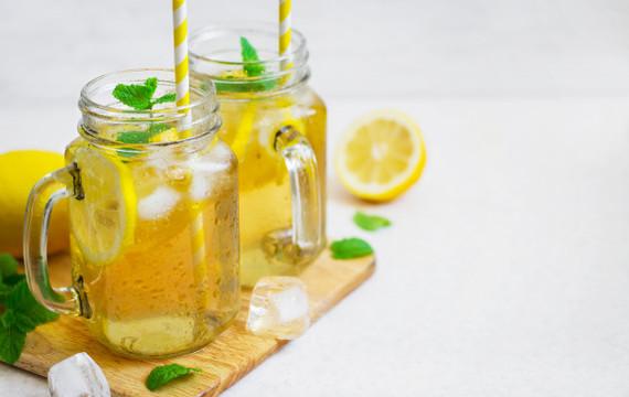 Ledový čaj z meduňky