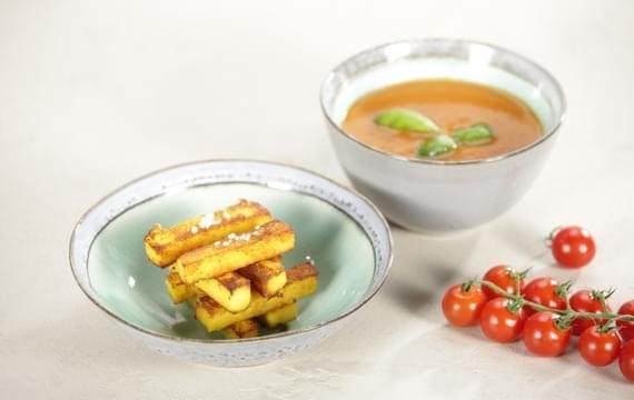 Kukuřičné hranolky s rajčatovou omáčkou
