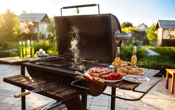 Grilování není jen o výběru správného kusu masa. Nepodceňujte pořízení kvalitního grilovacího nářadí!