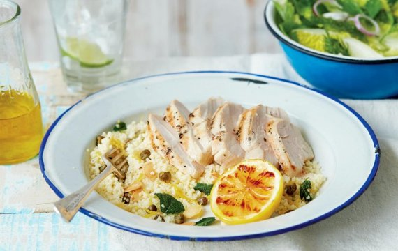 Salát s kuřetem a citronovým kuskusem