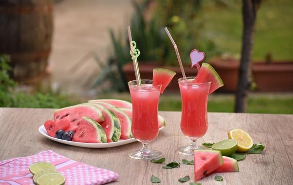 Letní drinky, které vás zaručeně osvěží