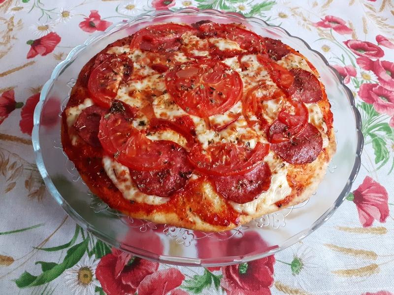 Křupavá pizza s Ajvarem