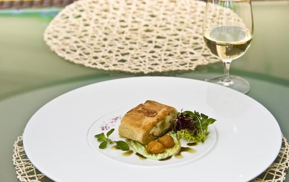 Kozí sýr pečený v paprikách a listovém těstě