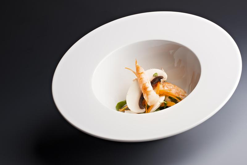 Krevetová polévka s kokosovým mlékem a citrónovou trávou a limetkovými listy
