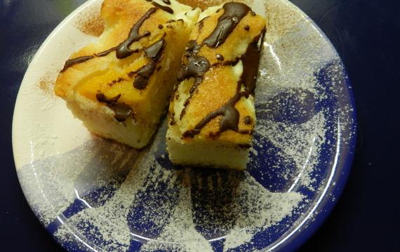Tvarohový koláč s ovocem a čokoládou
