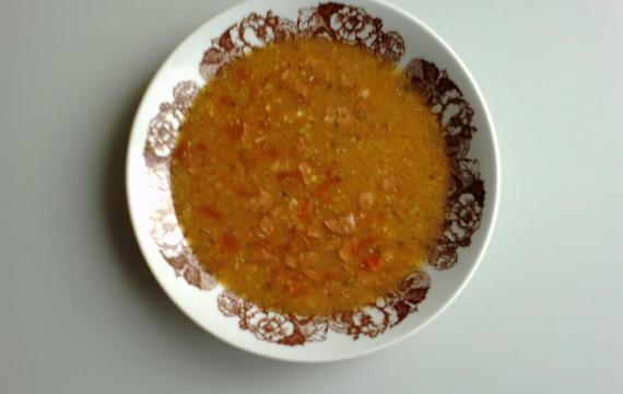 Rajčatová polévka s uzeninou a sýrem