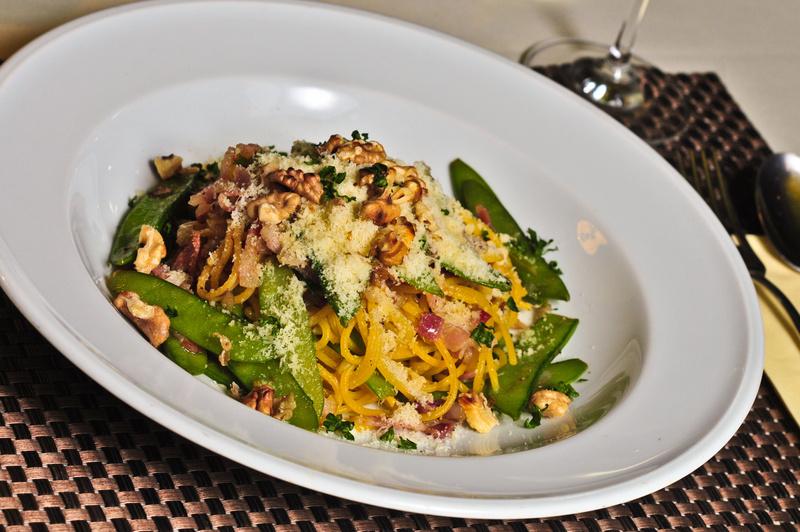 Spaghetti s lusky cukrového hrášku a italskou panchettou